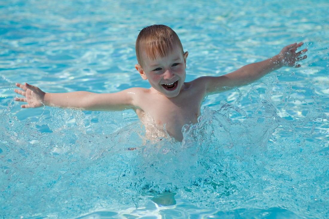 Бассейн летом в Москве для детей