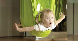 Йога в гамаке для детей